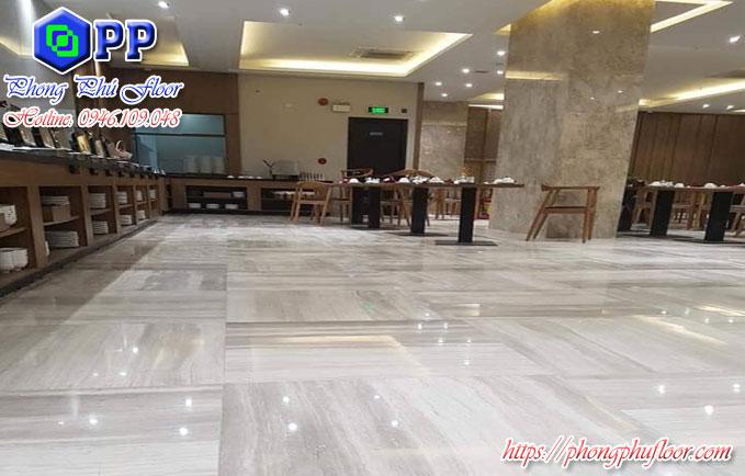 Bề mặt sàn được đánh bóng bởi Phong Phú Floor