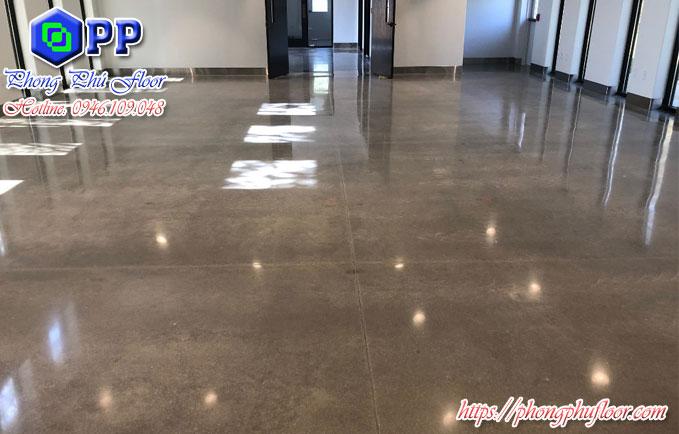 Đánh bóng sàn bê tông nhằm nâng cao chất lượng và khiến cho bề mặt có sự chống chịu mạnh mẽ hơn