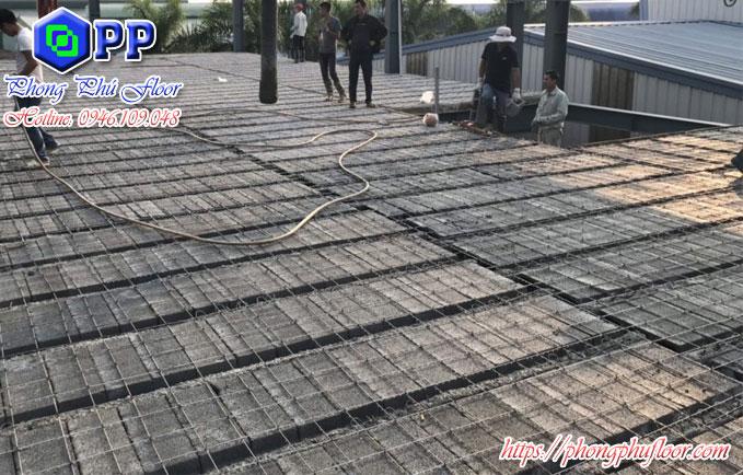 Được dựng ứng lực, cốt thép đã làm cho gạch block có kết cấu vững chắc như sàn bê tông thông thường