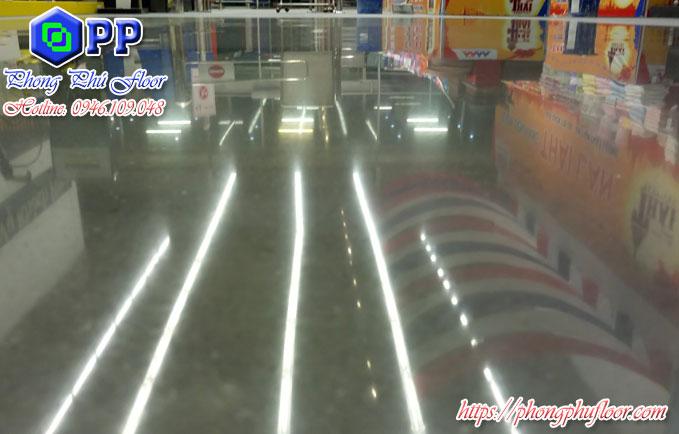 Hóa chất đánh bóng sàn bê tông giúp bề mặt trở nên sáng bóng và có độ phản xạ ánh sáng cao
