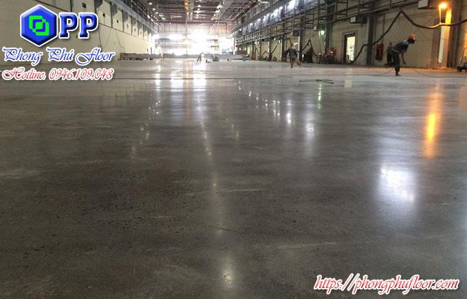 Hóa chất khi được kết hợp với các máy móc đánh bóng giúp bề mặt sàn được nâng cao chất lượng và giá trị của mình