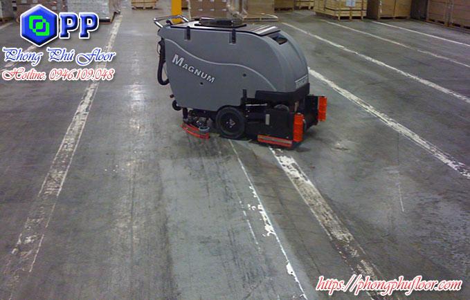Máy chà sàn liên hợp mang lại sự làm sạch tối ưu với mức giá tương đối tốt trong các dòng máy làm sạch khác