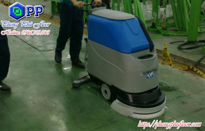 Máy chà sàn liên hợp mang lại một khả năng làm sạch mạnh mẽ tuyệt vời cho người dùng
