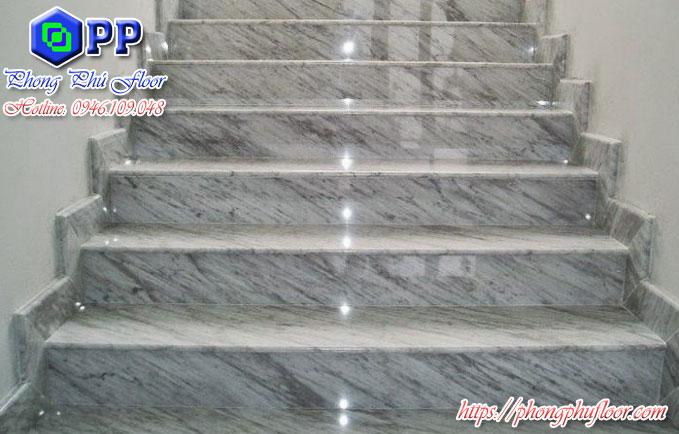 Nhờ đánh bóng cầu thang mà bề mặt sàn trở nên thẩm mỹ hơn khiến không gian xung quanh thêm bắt mắt