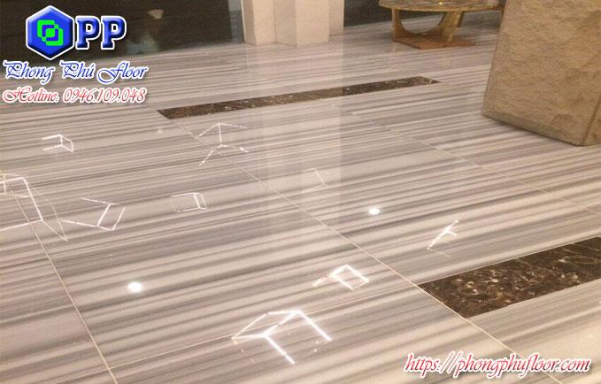 Sàn Marble khi được đánh bóng không chỉ làm nổi bật không gian xung quanh mà nó còn mang lại sự sạch sẽ