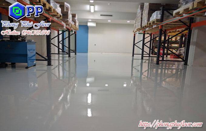 Sơn epoxy tự san phẳng giúp bề mặt sàn bê tông nâng cao được chất lượng và giá trị