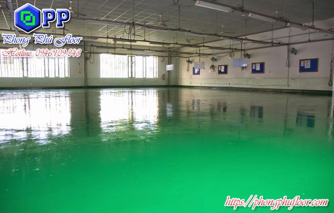 Sơn tăng cứng epoxy làm cho bề mặt sàn có tính thẩm mỹ cao và có khả năng bảo vệ tuyệt vời