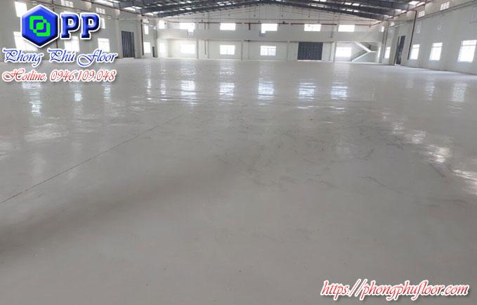 Sử dụng sơn epoxy cho bề mặt sàn bê tông không những tạo được không gian đẹp mà còn mang lại nhiều chức năng chống bẩn cho bề mặt sàn