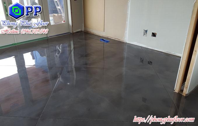 Thi công sơn epoxy cho sàn bê tông mang lại bề mặt sàn bóng loáng